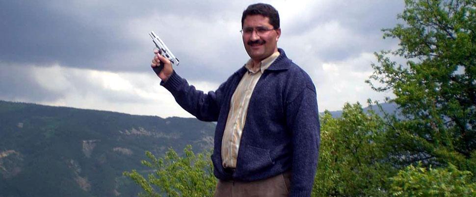 İlçe Eğitim Müdürü'nün silahlı fotoğrafı tepki çekti