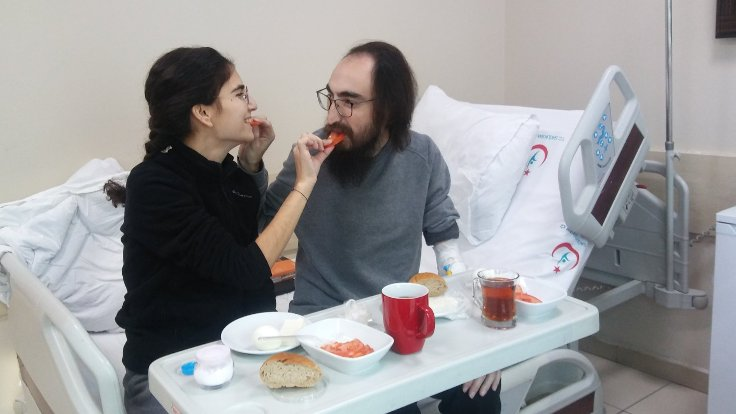 Semih Özakça 'ilk yemek' fotoğrafını paylaştı: İlk lokma sevdanın payına
