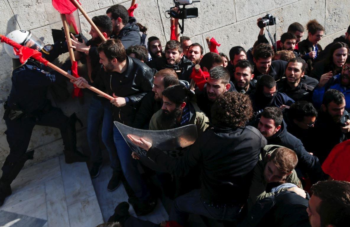 Yunanistan'da işçiler grev hakkına sahip çıkıyor