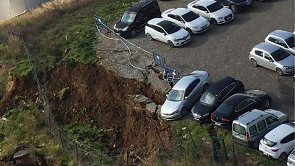 İstanbul'da toprak kayması: Araçlar askıda kaldı