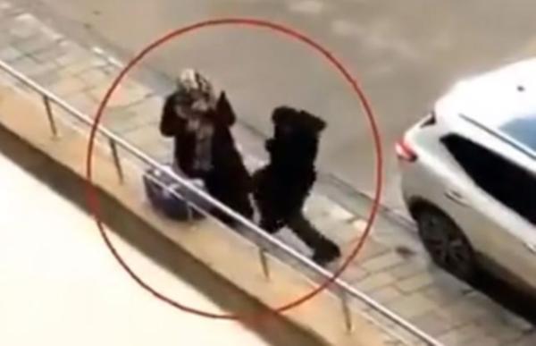 Van'da kadına yönelik şiddet: Bebeğiyle kaldırımda duran kadını darp etti