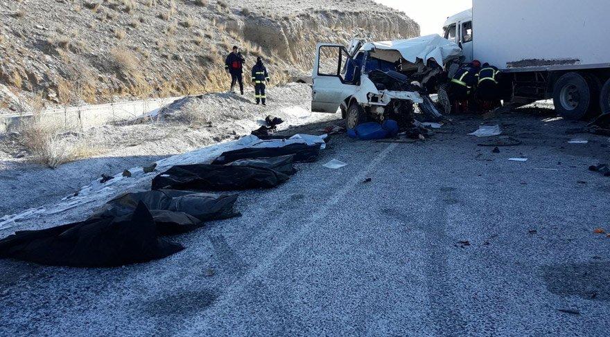 Van-Hakkari yolunda kaza: En az 8 kişi yaşamını yitirdi