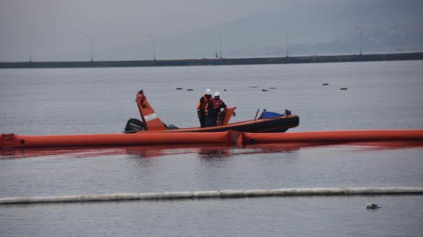 İzmir'de denize fuel oil sızdı, liman kapatıldı