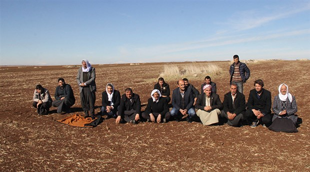 Çiftçiler'dua'ya çıktı: Ne devlet su veriyor, ne de Allah yağmur yağdırıyor