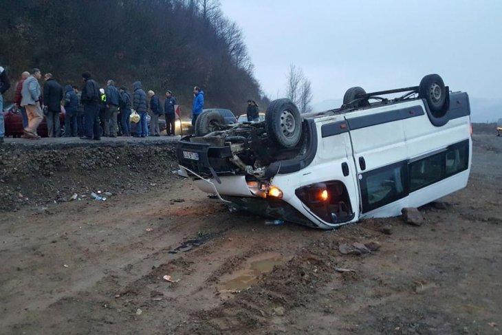 Maden işçilerini taşıyan araç devrildi: 15 yaralı