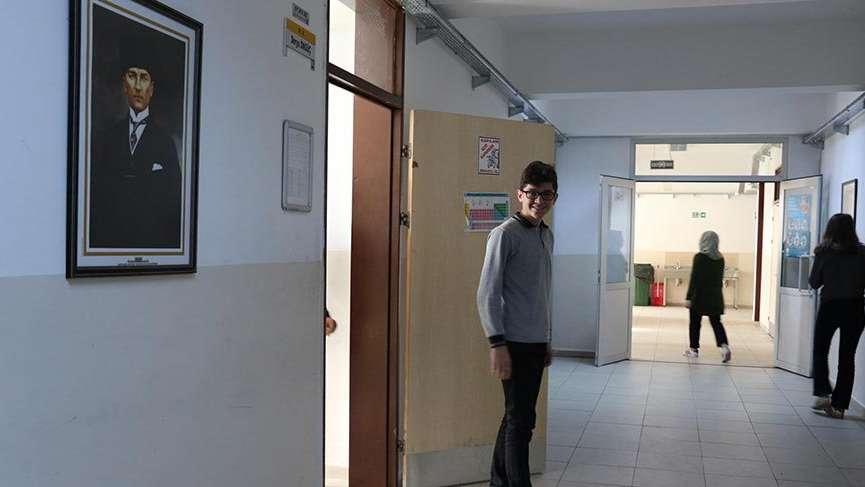 Lisede okul zili diye mehter marşı ve 'Ölürüm Türkiyem' çalınıyor!