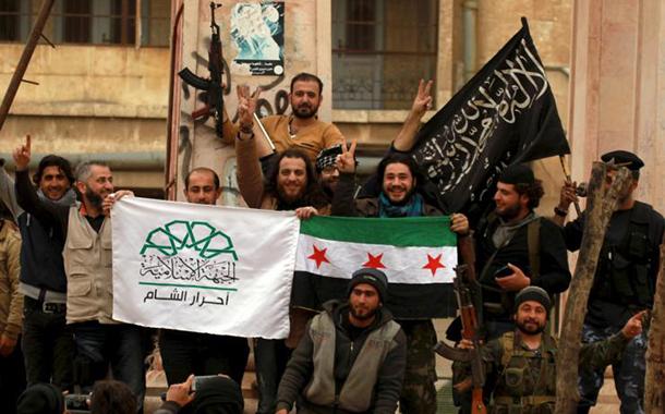 Suriyeli milisler Afrin'e girerken AKP destekli cihatçılar birbirine girdi