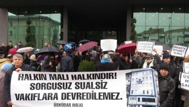 Üsküdar'da kamu binalarının gerici vakıflara tahsisi protesto edildi