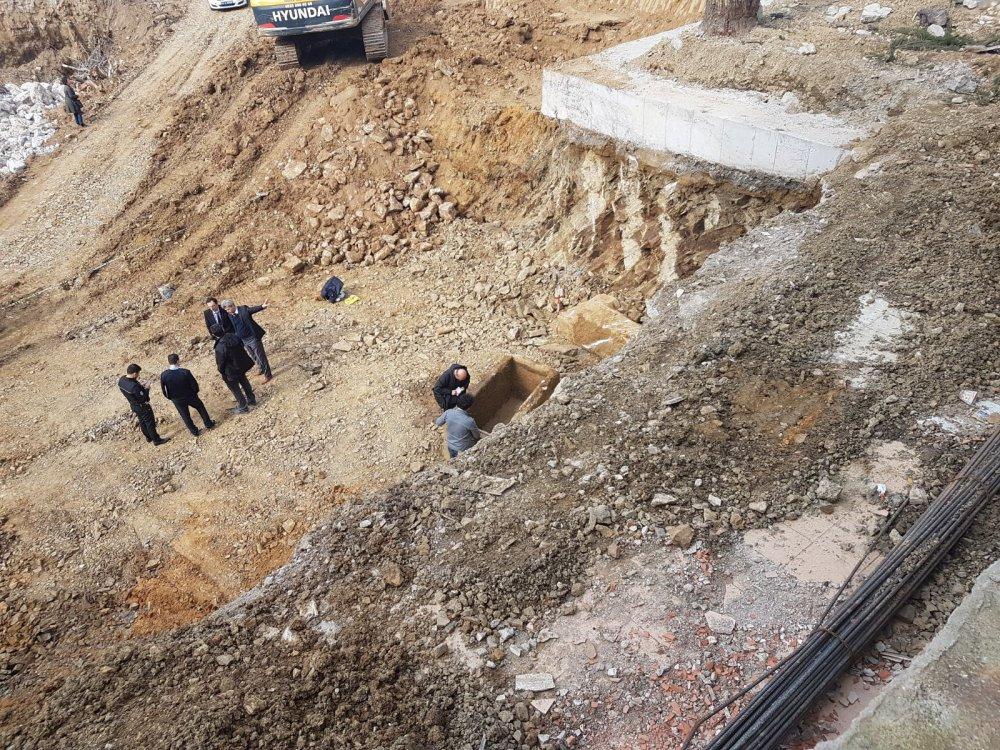 Acıbadem'de yapılan kazıda tarihi lahit bulundu