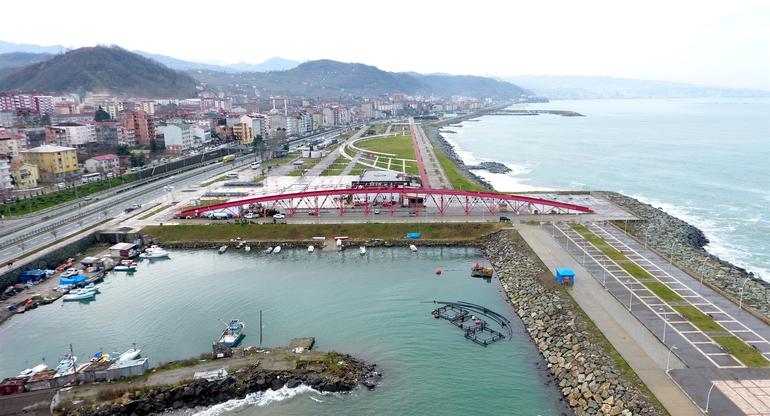 Trabzon'da neden yapıldığı anlaşılamayan köprü