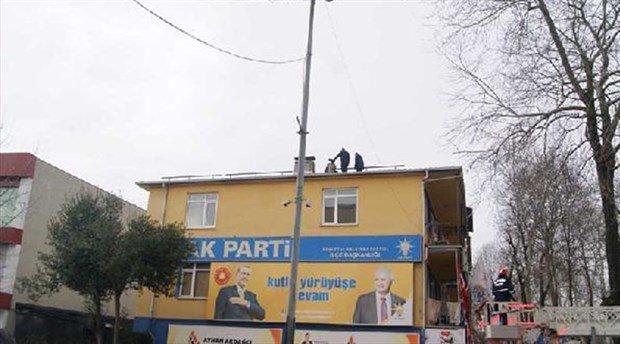 İşsiz genç, AKP binasında intihara kalkıştı