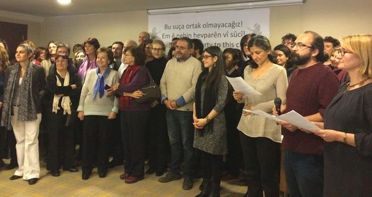 'Barış için akademisyenler'e verilen idari ceza kaldırıldı