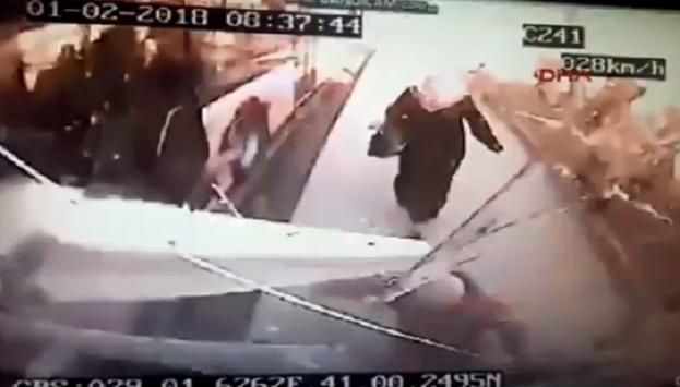 VİDEO | Üsküdar'daki feci kaza anı otobüs kamerasında