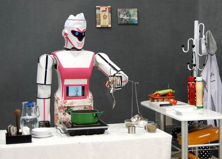 VİDEO | Konyalı bilim insanları 'Erik Dalı' oynayan robot yaptı