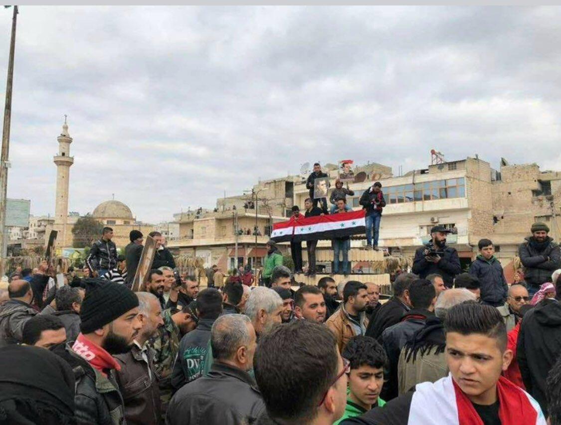 Suriyeli milislerin Afrin'e geçişi sürüyor: Halk Suriye bayraklarıyla karşıladı