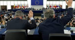 Avrupa Parlamentosu AB Komisyonu Başkanlığına dışarıdan bir kişinin getirilmesinin önünü kapattı