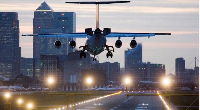 Londra'da 2. Dünya Savaşı'ndan kalma bomba: Havalimanı kapatıldı