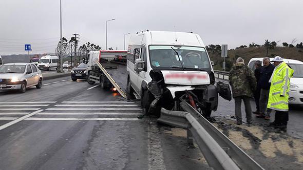İstanbul'da engelli öğrencileri taşıyan servis kaza yaptı
