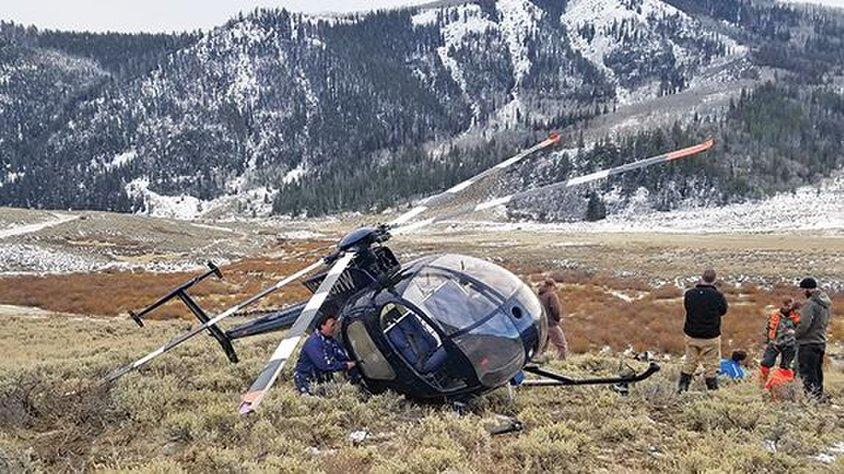 Geyiğin çarptığı helikopter düştü