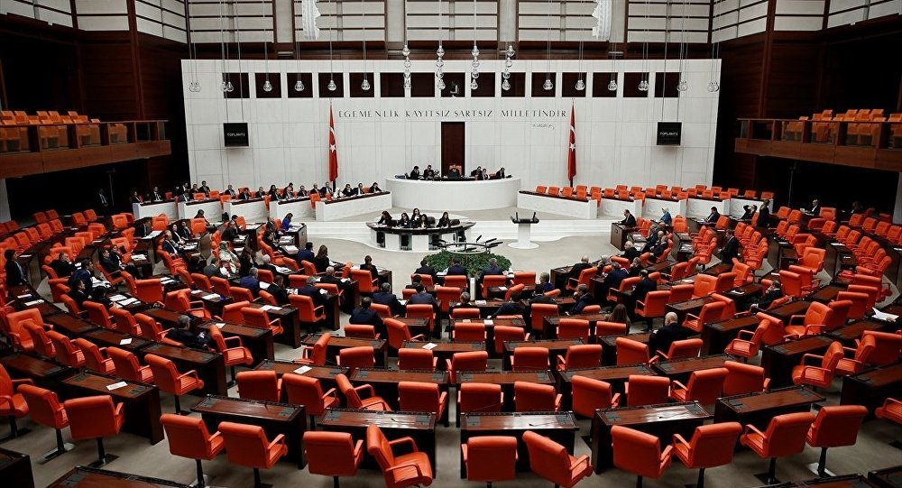 Erken seçim önergesi Anayasa Komisyonu'nda kabul edildi