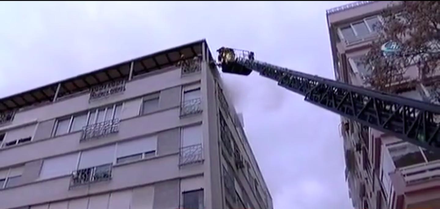 Kadıköy Moda'da korkutan yangın