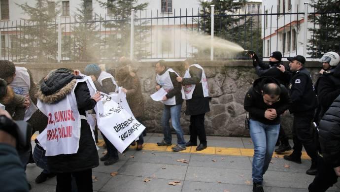 Ankara'da kamu emekçilerine polis saldırısı: Çok sayıda gözaltı var