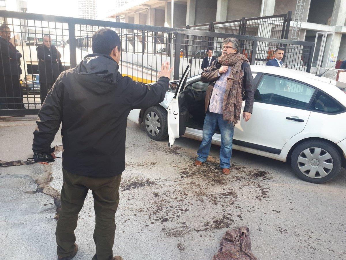 CHP Genel Merkezi önünde kendini yakmaya çalıştı!