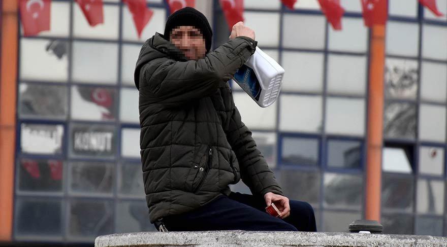 Sivas'ta maddi sıkıntı yaşayan vatandaş kendini yakmak istedi
