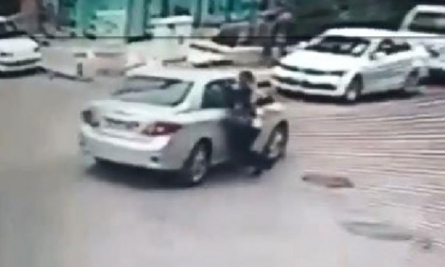 Türkiye'nin başkenti: Otomobille takip ettiği kadına tacizde bulundu, yerde sürükledi