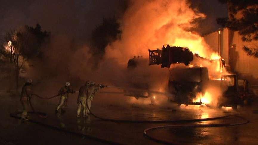İMES'te büyük yangın: İş makineleri kül oldu