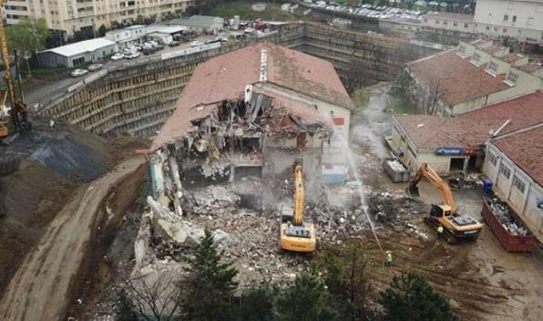 Yağmanın fotoğrafı: Şişli'de AVM ve rezidans için tarihi lise binası yıkılıyor...