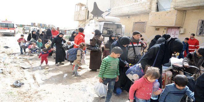 Suriye ordusu, Doğu Guta'da sivilleri tahliye ediyor.