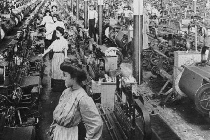 PUSULA | Burjuvalar işçilerin mücadele gününü