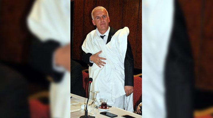 AKP'li patron, başkan adaylığını kefen giyerek duyurdu