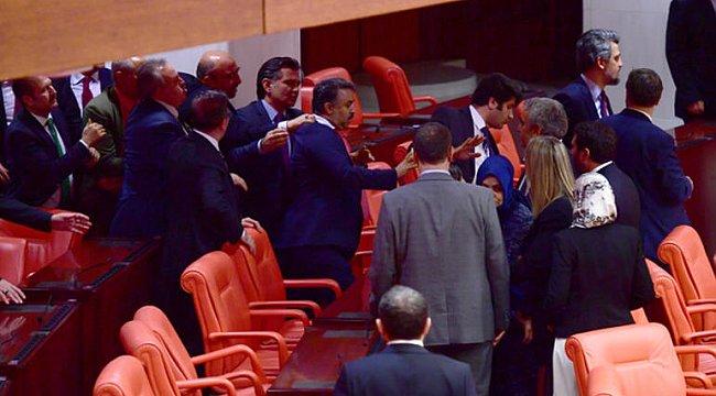 Meclis'te kavga: HDP'li vekilin kolu kırıldı