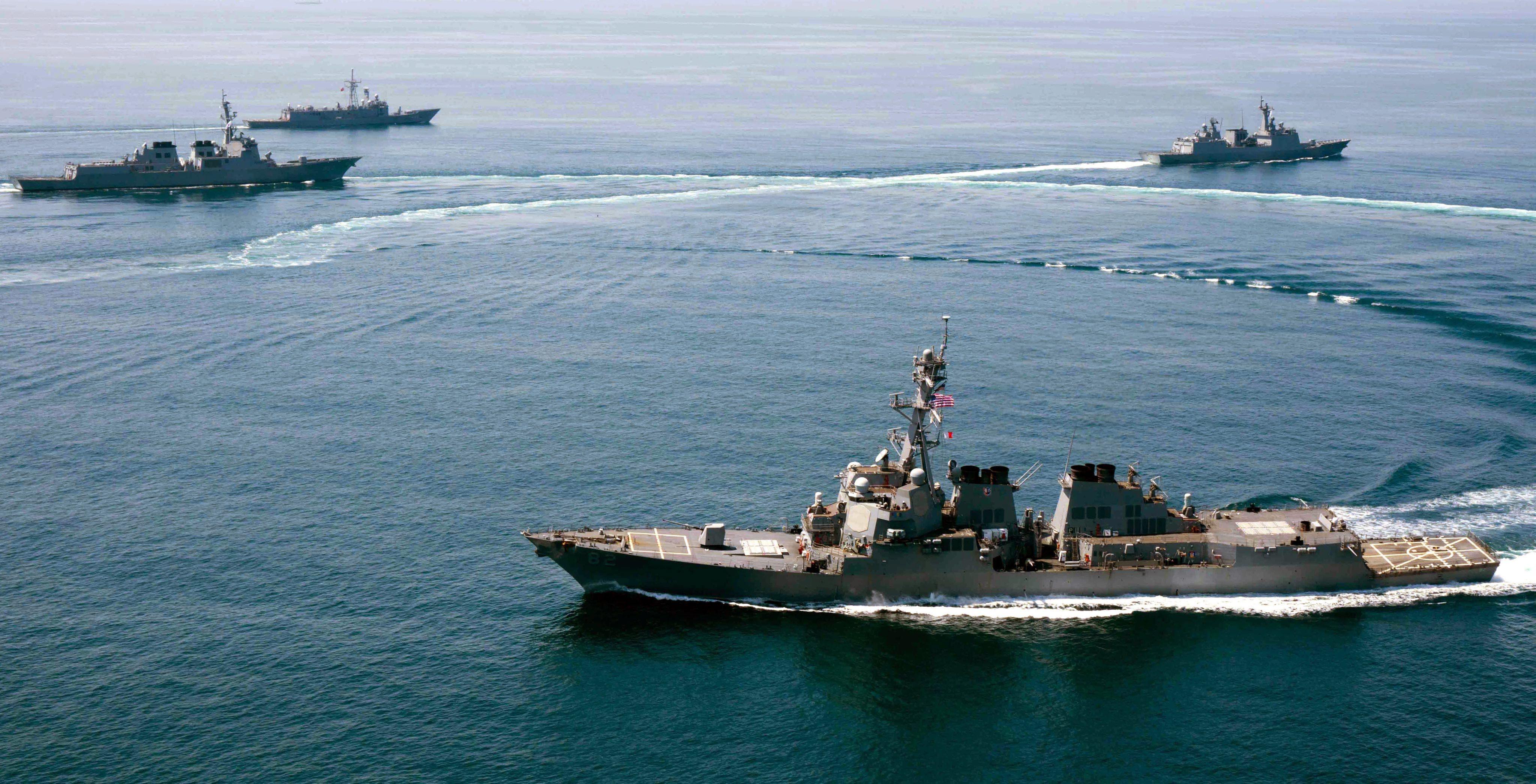 Güney Çin Denizi'nde tansiyon yükseldi: ABD ve Çin donanmaları karşı karşıya