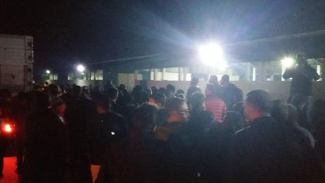 Çiftlik Bank mağdurları tesisleri kamyonlarla bastı