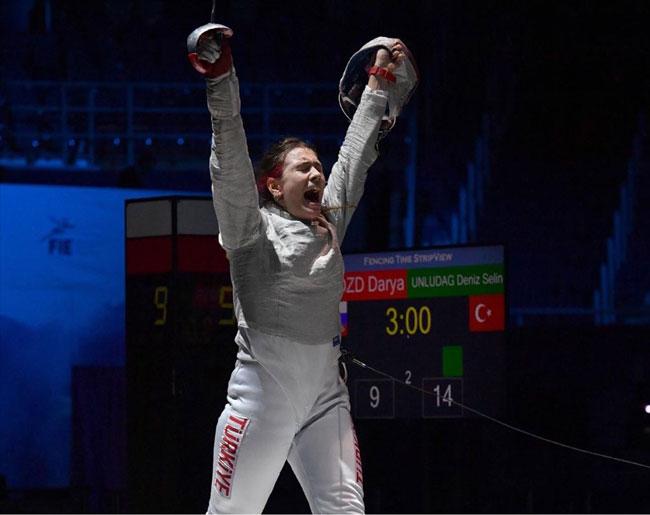 Tarihi başarı: Deniz Selin Ünlüdağ, eskrimde Avrupa şampiyonu oldu
