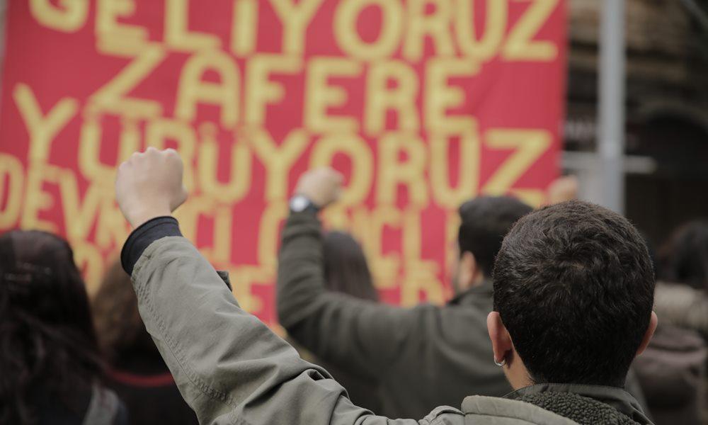 Devrimci Gençlik Dernekleri üyesi Cumhurbaşkanı'na hakaretten tutuklandı!