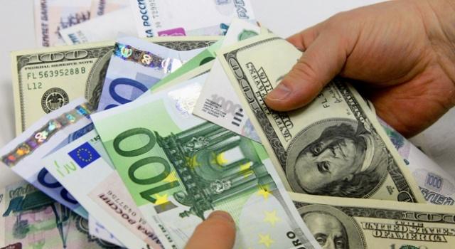 Dolar 3.94'ün üzerinde, euro ve sterlinden yeni rekor