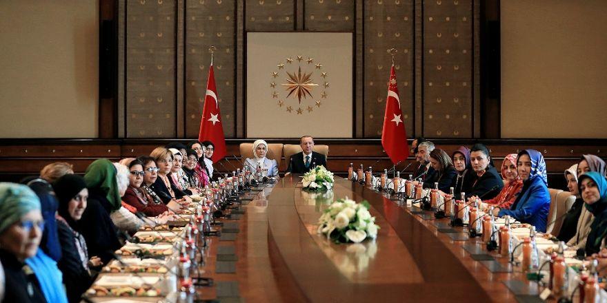 Erdoğan çifti 'Yalan Konvoyu' ile buluştu