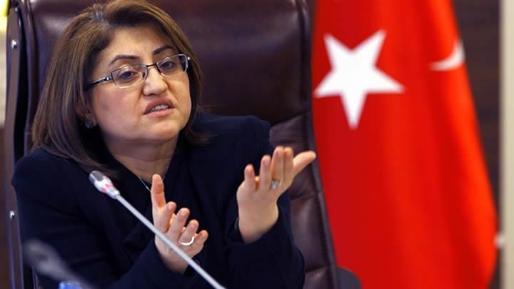 Hollanda Fatma Şahin'in ziyaretini iptal etti