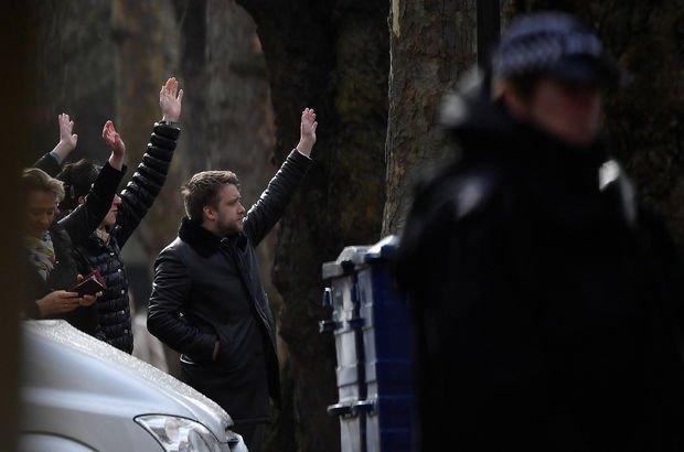 Rus diplomatlar İngiltere'yi terk ediyor
