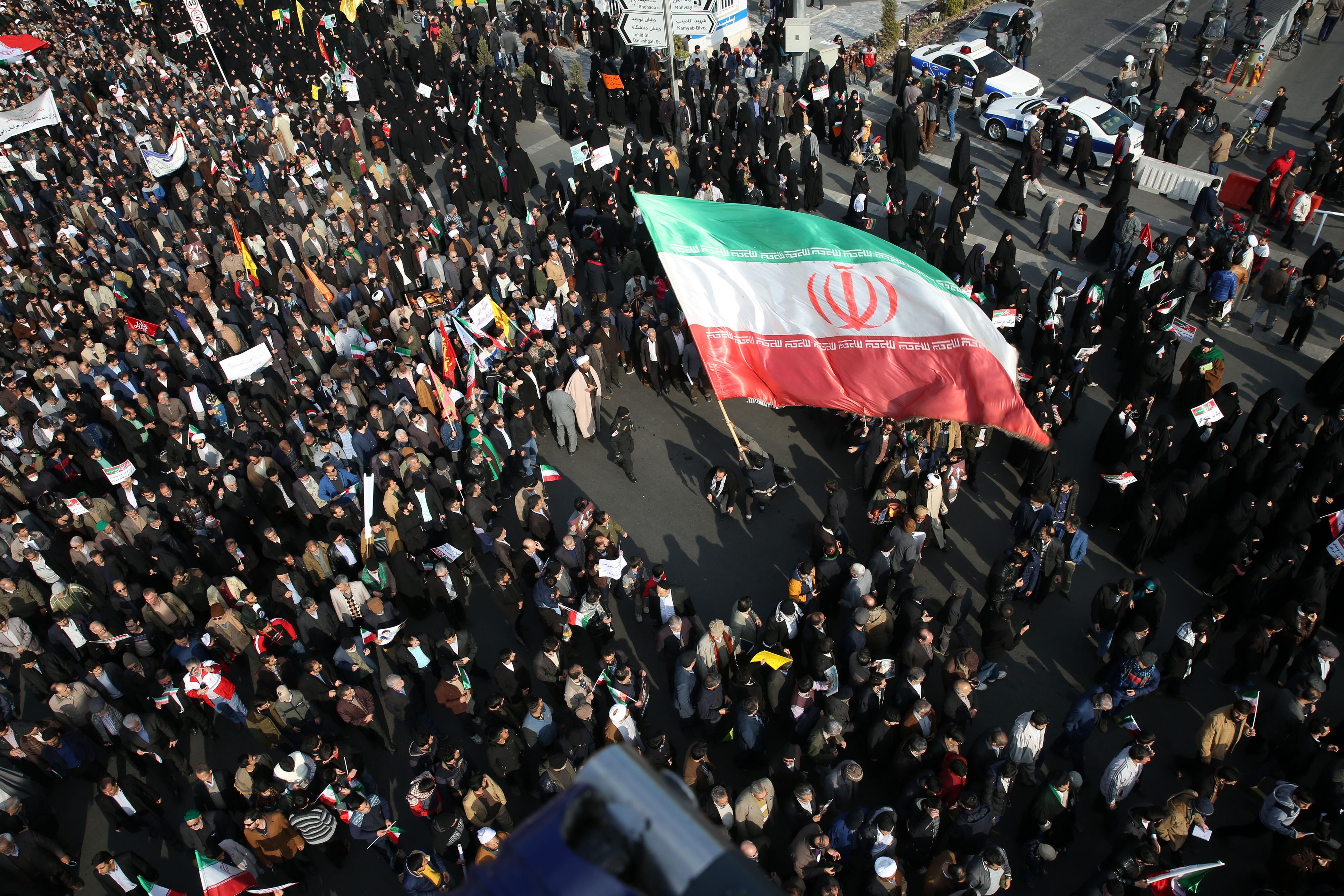 İran'dan, '10-15 yıl içinde savaşabiliriz' diyen Prens Selman'a yanıt: Küstahça