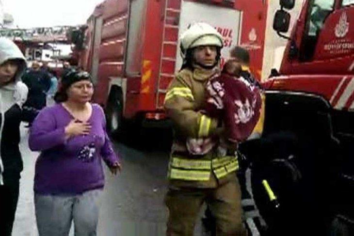 Fatih'te doğalgaz patlaması: 1'i bebek 4 yaralı