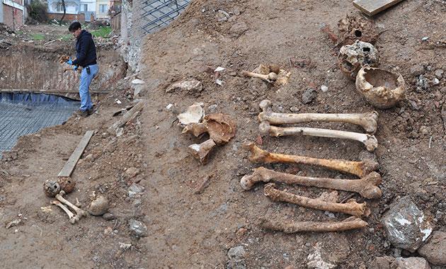 İnşaat kazısından çok sayıda insan kafatası ve kemiği çıktı