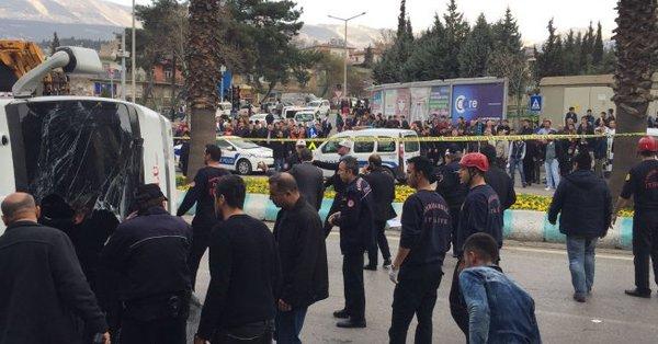 Maraş'ta üniversitelileri taşıyan araç devrildi: Çok sayıda yaralı var