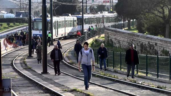 Topkapı'da aynı bölgede tramvay yine raydan çıktı!