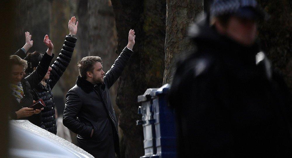 Rus diplomatlar İngiltere'den sınır dışı edildi