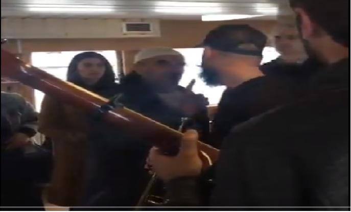 VIDEO | Gericiliğin sanatla imtihanı: Vapurdaki müzisyenlere 'misyoner' diyip saldırdı